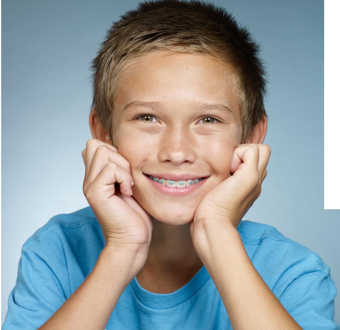 Photo d'un patient ayant eu un traitement d'orthodontie au cabinet d'orthodontie, pantin